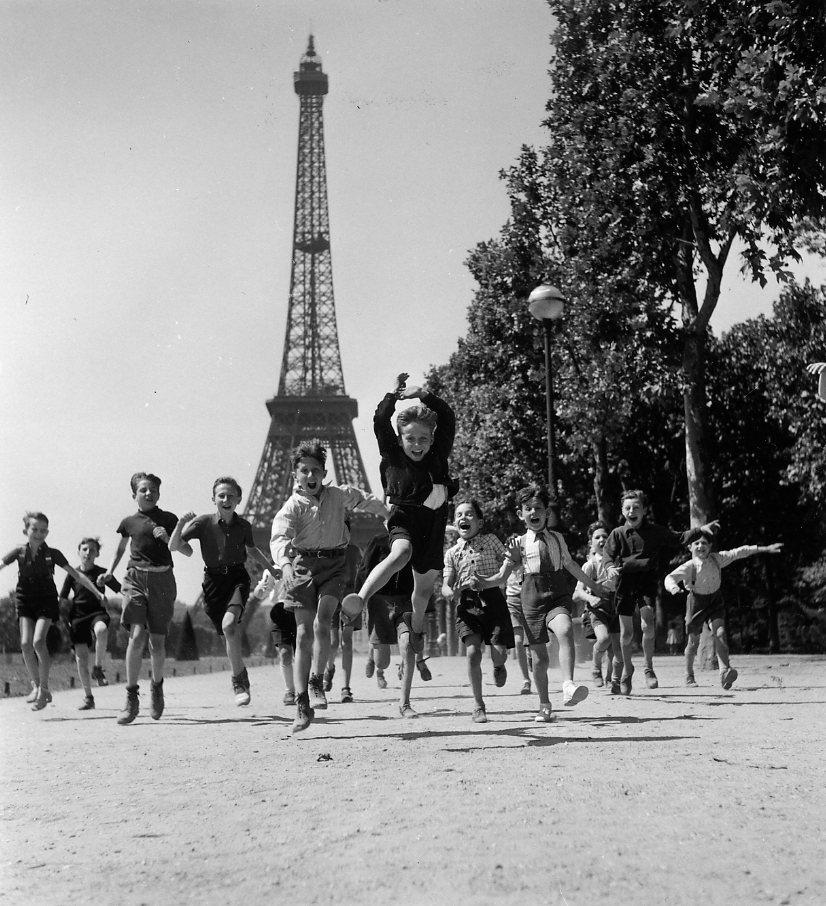 930x,1928-Les-jardins-du-Champs-de-Mars,Paris[1]