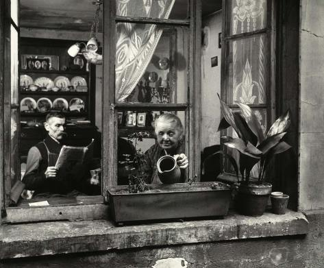 robert-doisneau-concierges-rue-du-dragon[1]